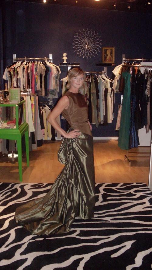 Lizzie Wears An Oscar de la Renta Gown